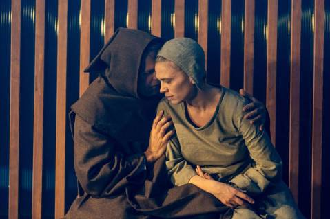 nicholas-burns-and-hayley-atwell-in-measure-for-measure-at-the-donmar-warehouse-directed-by-josie-rourke-designed-by-peter-mckintosh.-photo-ma-130