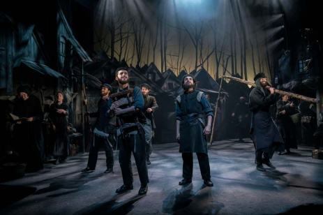 Fiddler-on-the-Roof-West-End-Musical-Lone-Singer