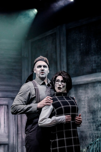 Mike-Bodie-Jennifer-Harding-in-Night-of-the-Living-Dead-Live-at-Pleasance-London.-Credit-Claire-Bilyard.