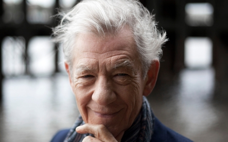 single-use-only-ian-mckellen-onstage-photograph-by-pip-camera-press-e1560543796430.jpg