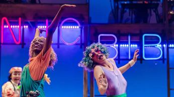 keziah_joseph_and_kate_malyon_in_mr_gum_and_the_dancing_bear_-_the_musical_c_theotherrichard