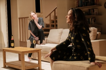 Alice-Orr-Ewing-and-Sarah-Earnshaw-in-The-Argument-at-Theatre-Royal-Bath.-Credit-Manuel-Harlan (1)