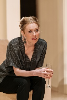 Alice-Orr-Ewing-in-The-Argument-at-Theatre-Royal-Bath.-Credit-Manuel-Harlan