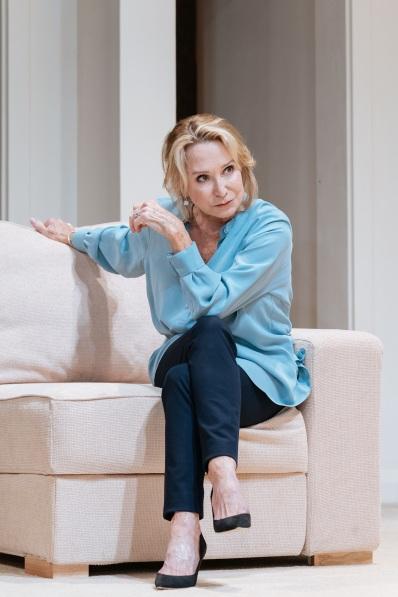 Felicity-Kendal-in-The-Argument-at-Theatre-Royal-Bath.-Credit-Manuel-Harlan-2