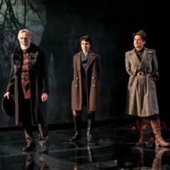 Christopher-Ravencroftm-Beatriz-Romilly-and-Avital-Lvova-in-Macbeth-at-Chichester-Festival-Theatre-Photo-Manuel-Harlan-011