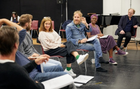 Vicky Featherstone, Rhys Ifans, Rakie Ayola and John Hardy in rehearsals for On Bear Ridge at NTW and Royal Court Theatre Ed Thomas WRITER/CO-DIRECTOR Vicky Featherstone CO-DIRECTOR Cai Dyfan DESIGNER Elliot Griggs LIGHTING DESIGNER Mike Beer SOUND DESIGNER John Hardy COMPOSER