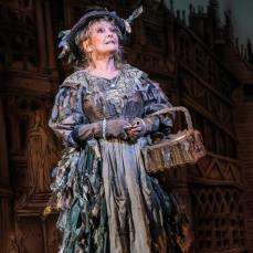 petula-clark-as-the-bird-woman-in-mary-poppins