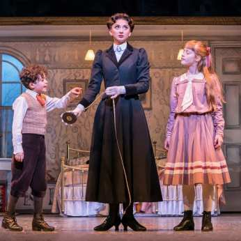 zizi-strallen-as-mary-poppins-and-children
